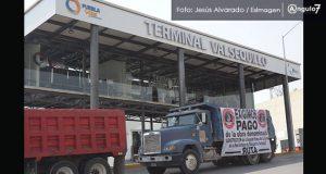 Camiones bloquean carril de L3 de RUTA en Valsequillo por falta de pago