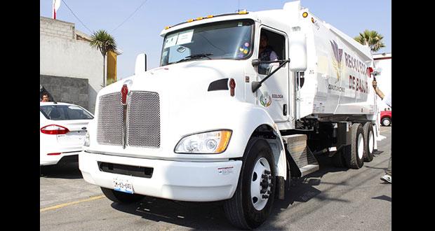 Cuautlancingo entrega vehículos por 11.4 mdp para servicios públicos
