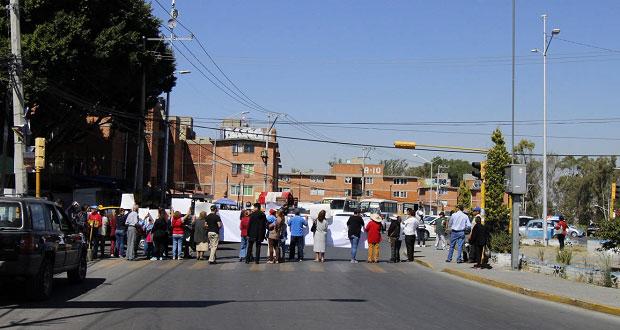 En La Margarita exigen a Comuna de Puebla regular ambulantaje