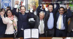 Con respaldo de yunquistas, Enrique Cárdenas se registra como candidato