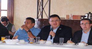 FGE participa en reunión de seguridad con ediles de Sierra Norte