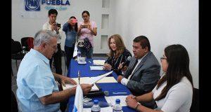 Francisco Fraile se registra como aspirante del PAN a la gubernatura