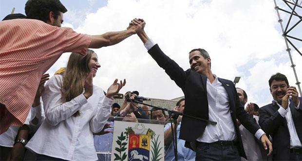 "Guaidó regresa a Venezuela para ""terminar con usurpación"" de Maduro"