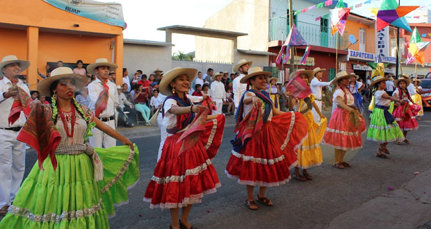 Izúcar participa con bailes de Oaxaca en la Feria Tecomatlán 2019