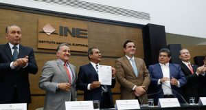 Sin la dirigente nacional, Jiménez se registra como candidato del PRI ante INE