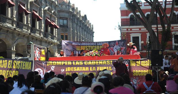 """Marcha la """"28 de Octubre"""" en Puebla con mujeres a la cabeza"""