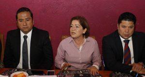 Alcaldesa de Tecamachalco acusa a regidores de extorsionarla