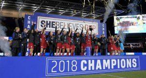 Mujeres futbolistas de EU demanda a federación por discriminación