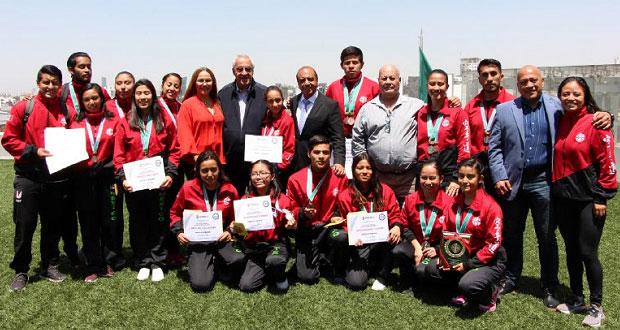 Reconocen a 19 poblanos que triunfaron en juegos olímpicos y karate