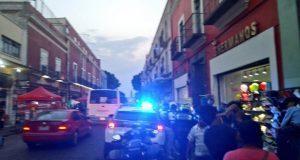 Golpean ambulantes a mujeres activistas durante recorrido en CH de Puebla