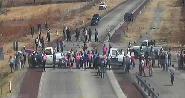 En Morelos, bloquean autopista Siglo XXI por asesinato de activista