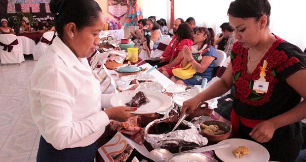 En Tecomatlán, concursan 35 en elaboración de mole poblano