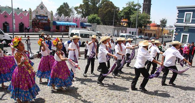 Exigen alumnos de Fnerrr transporte para presentarse en Tecomatlán