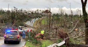 Van al menos 23 muertos por impacto de dos tornados en Alabama