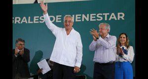 Leves abucheos a Pacheco y Rivera en visita de AMLO a la Angelópolis