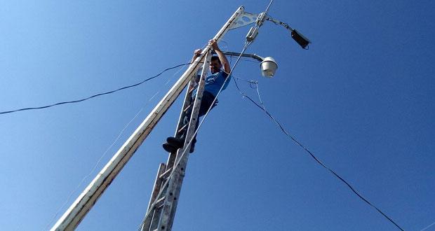 Instalan 15 lámparas de alumbrado público en colonia de Amozoc