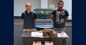 En Puebla capital, detienen a dos supuestos narcomenudistas