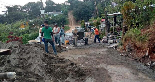 Avanza 70% pavimentación con concreto hidráulico en Acateno