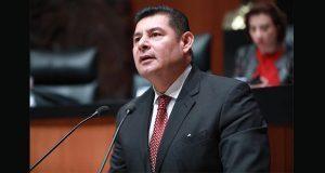 Armenta pide licencia indefinida en Senado por impugnación