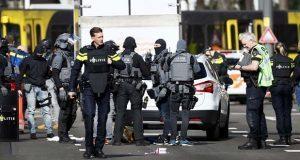 Tres muertos y nueve heridos, saldo de tiroteo en tranvía de Holanda