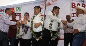 Abuchean a alcaldes de Miahuatlán y Ajalpan en mitin de Barbosa
