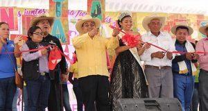 Con desfile de danza y música, comienza feria de Ahuatempan