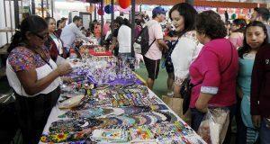 En Feria de Puebla, encuentra ropa, calzado, juguetes y celulares
