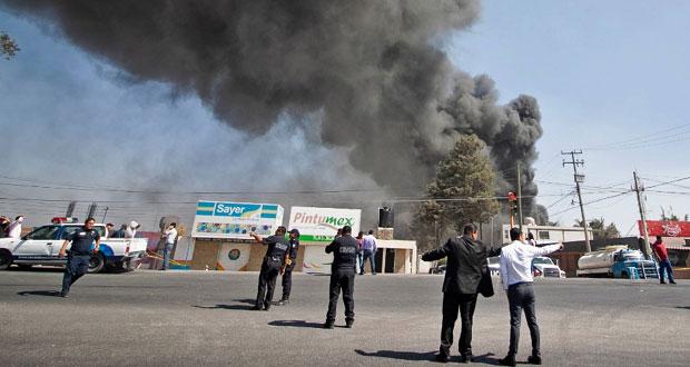 En Tlaxcalancingo, se incendia depósito de aceites