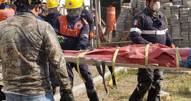 Al menos 2 muertos dejó derrumbe en lateral de vía Atlixcáyotl