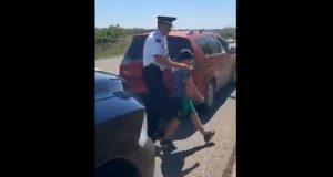 Familia deja a niño en Oxxo de Chiapas; Policía Federal lo rescata