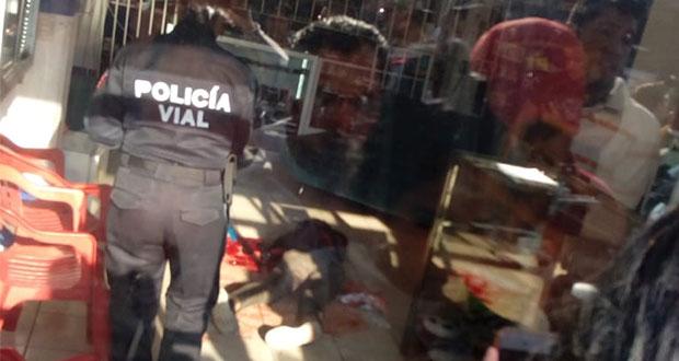 Hieren a mujer y matan a hombre en balacera en centro de Huejotzingo