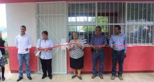 Inauguran aula de bachillerato y pavimentación en Ayotoxco