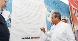 Jiménez Merino apoya que Xochimehuacan sea municipio y firma pliego