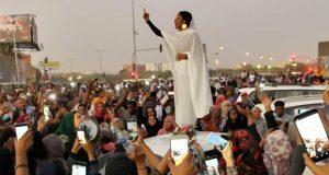 Mujer se convierte en símbolo de protestas contra gobierno de Sudán