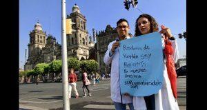 Médicos residentes exigen pagos atrasados a más tardar el viernes