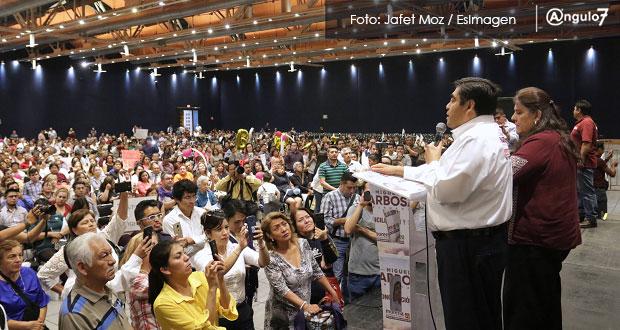 Reinstalar a burócratas despedidos y pagar litigios laborales, ofrece Barbosa