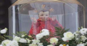 """En procesión, arzobispo de Puebla pide reflexión ante """"situación de violencia"""""""