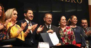 """Senado ratifica a 2 consejeros de Pemex, pero batea a """"rebelde"""""""