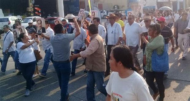 Veracruzanos marchan para exigir justicia por masacre en Minatitlán