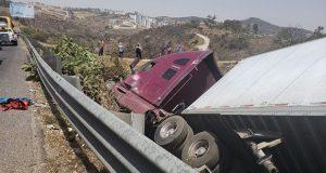 Tráiler impacta camioneta y deja 7 muertos en la Chamapa-Lechería