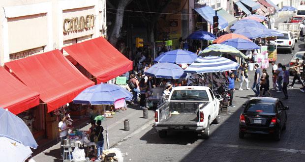 Cobran $75 diarios a 2 mil ambulantes de CH de Puebla, acusa regidor