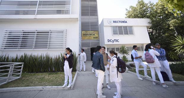 Exigen a BUAP postura contra criminalización de alumna de Medicina