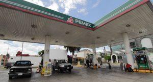 Si gasolineros no bajan precios, gobierno federal pondría estaciones