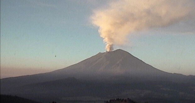 Popocatépetl registra columna de ceniza, gas y agua de 2 km: PC