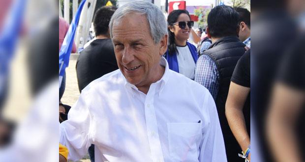 Cárdenas asegura que no es ilegal seguir cobrando su beca de Conacyt