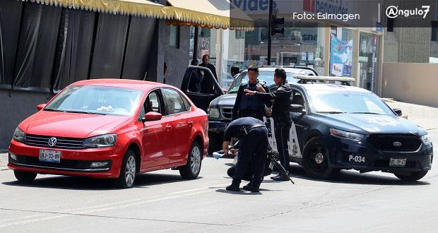 Comando levanta a mujer cuando manejaba en pleno bulevar 5 de Mayo. Foto: EsImagen