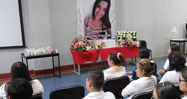 Compañeros homenajean a Ingrid Aremis, alumna de BUAP asesinada