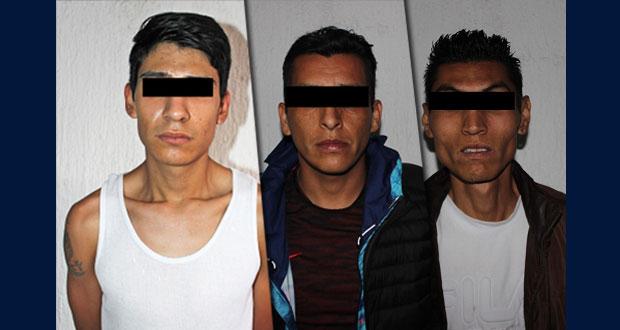 Detienen a tres por venta de drogas en Puebla capital