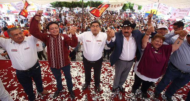 En Los Reyes de Juárez, Barbosa llama a unidad y suma a edil panista