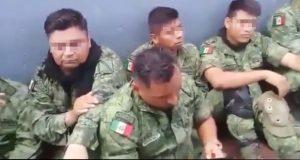 En Michoacán, retienen a soldados para exigirles que devuelvan armas